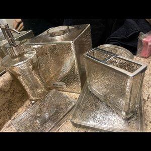 Kassatex 6 piece bathroom set crystal and gold
